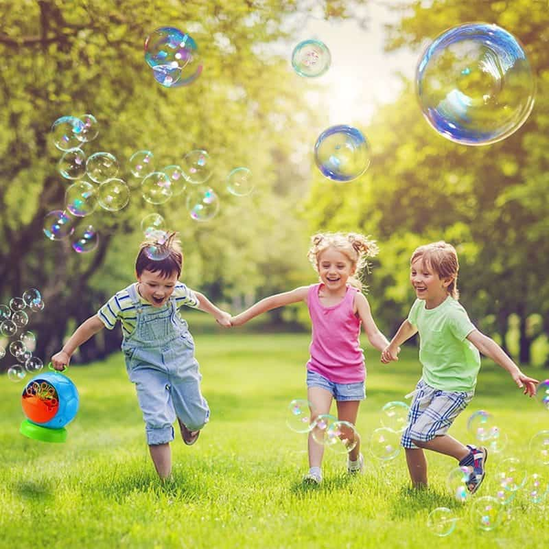 Bubble machine for outdoor kids play